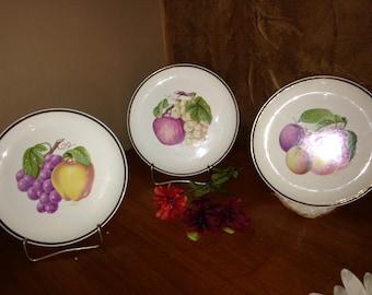 Pictures of Fruit, Kitchen Decor, Vintage Set of 3 plates, Kitchen Home Decor