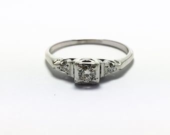Vintage Diamond Engagement Ring in 18k White Gold