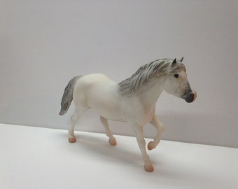"Breyer model horse ""Snowball"" the holiday pony.  Traditional scale"