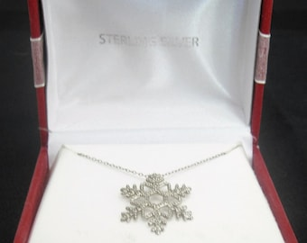 Vintage Sterling Silver Necklace w/ Snowflake Pendant, in original gift box!