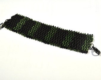 Bracelet made of black and olive green rocialles