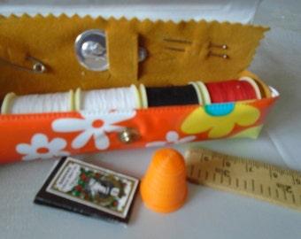 retro mini sewing kit