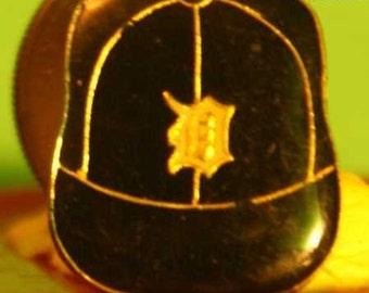 Vintage Detroit Tigers baseball cap hat pin and  pin back  ==482a