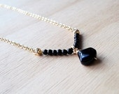 Collar con hermosa agata negra y cuentas de agata / Agatas en collar corto