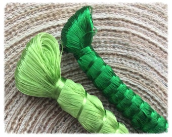 Duo of reels of silk plant (sabra of the Morocco) of green yarn