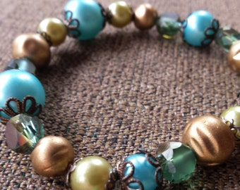 Blue and tan pearl beaded bracelet
