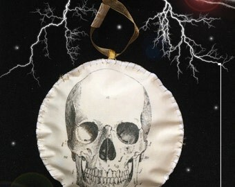 Anatomical Skull Halloween Hanging Decoration Christmas Steam Punk Medicine Victorian Vintage Illustration Alternative Gothic Antique Gold