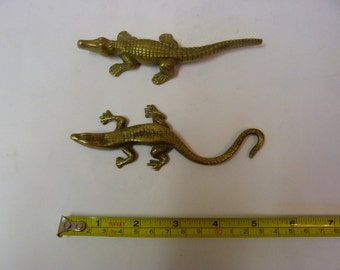 Vintage solid brass crocodile paperweight