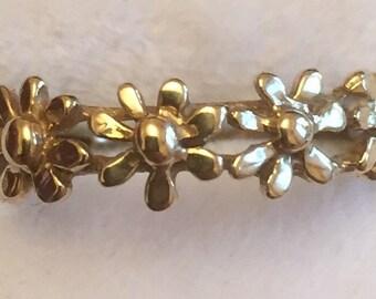 Vintage 9ct gold flower ring