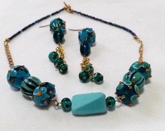 Blue glass beads set (earrings + necklace)