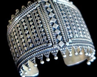 OLD INDIA SILVER - Ornate Vintage Tribal Jewelry Cuff from Northern India