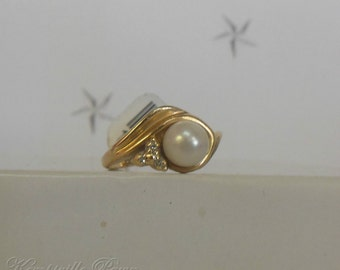 14K Yellow Gold Diamond Accent Pearl Solitaire Ring