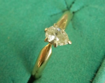 Vintage 14K Yellow Gold Pear-Cut Diamond Solitaire Engagent Ring - 1/4ct