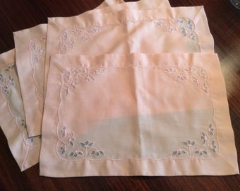 Four vintage pale pink placemats with lace
