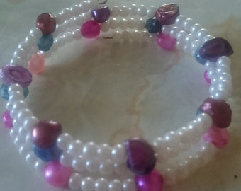 Colored Mother of Pearl & White Beaded Bracelet.