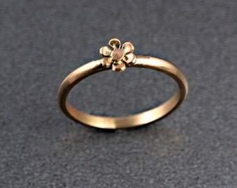 Flower stacking ring in 9 ct / 18 ct rose gold, Made to order
