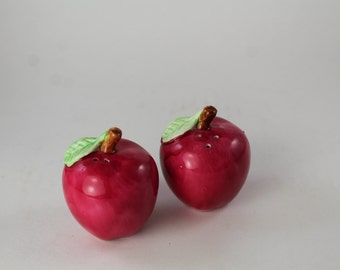 Vintage ceramic salt and pepper shakers - pair apples salt and pepper shakers