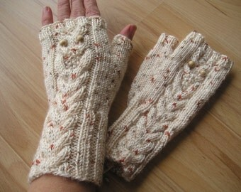 fingerless gloves with a knitted OWL