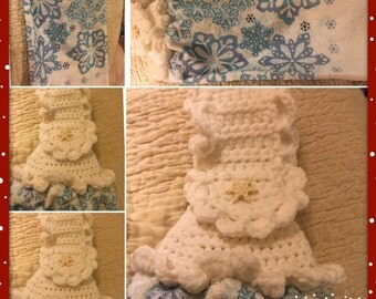 Lace cold snowflakes on crochet top kitchen towel