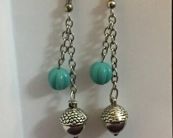 Dangling acorn earrings