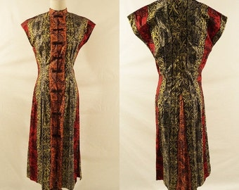 ON SALE 1940s Tribal Print  Short Sleeve Dress