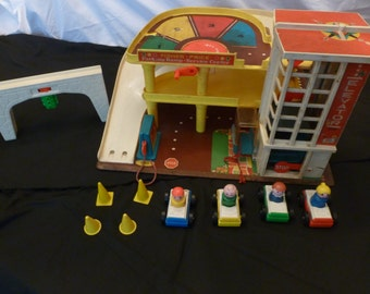 Vintage 1970s Fisher Price Little People Toy Garage LOT