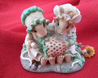 Strawberry Shortcake, Mice, Priscilla Hillman Pottery, Priscilla's Mouse Tales, Collectible china.