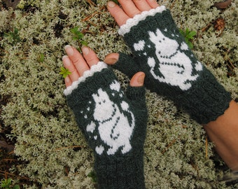 Green moomin mitts