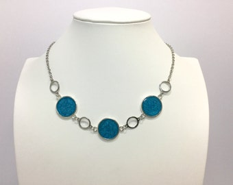 Necklace with blue cabochon