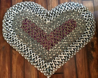 Heart-shaped wool braided rug