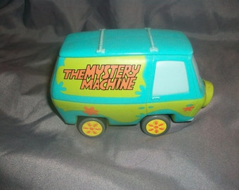 Vintage ScoobyDoo mystery machine toy