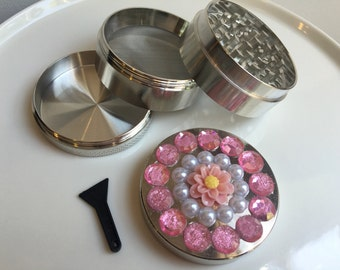 Light Pink Daisy Herb Grinder