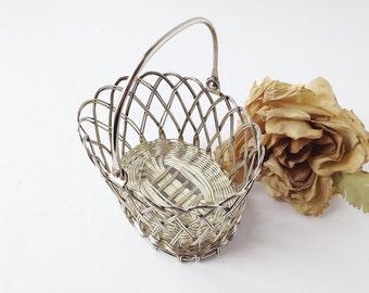 Silver Plate Basket w Handle / Silver Basket / Vanity Basket / Silver Vanity Basket / Vintage Basket / Keepsake Basket