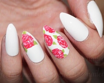 White and floral/flower pattern • Handpainted False Nails • Fake Nails • Press on Nails •