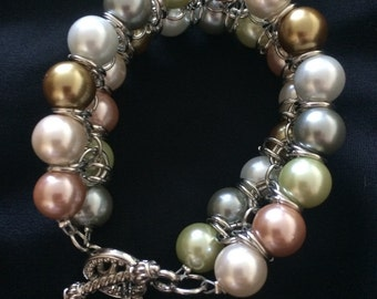 Gorgeous brazalet with pearls