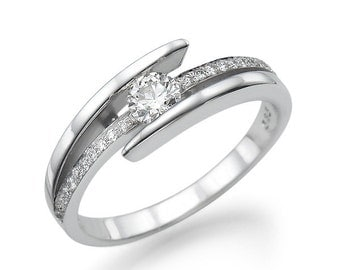 Engagement ring in white gold with central diamond 0.25 CT