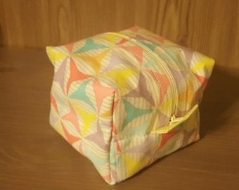 Small cube zipper pouch