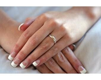 Classic Platinum Women's Wedding Band (3mm) with polished finish