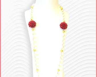 Floral pearl necklace