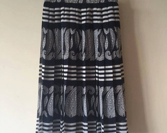 90s Dark blue / white, floral / striped accordion pleated skirt