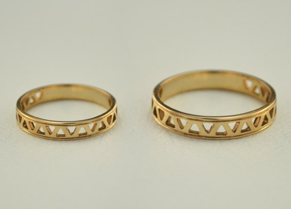 Small wedding rings Couple wedding bands Thin by WeddingRingsStore