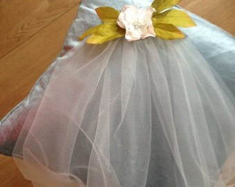 Hand made veil with leaf and flower detail