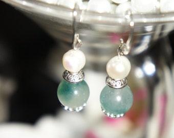 Beautiful green Aventurine and fresh water pearls on silver tone