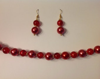 Red and gold coloured beaded necklace and drop earrings set