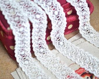 Ivory lace trim I Shabby chic lace I Off white lace trim I Lace trim I Wedding lace I  Bridal lace I Vintage style lace I Lace
