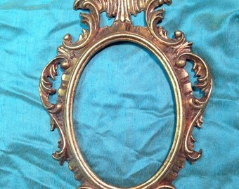 Vintage ItalianFlorentine embellished OVAL PICTURE FRAME, gilded, ornate with French inspired design