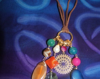 Necklace in brown leather with semi-precious stones: beads, Crystal and gold leaf