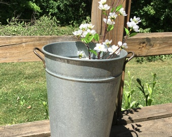 Sap-bucket style metal bucket with handles