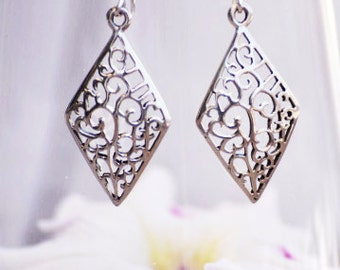 Beautiful 925 Sterling Silver Obelisk Shape Dangle Earrings With Filigree Design