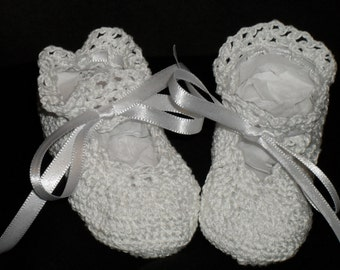 Infant crochet booties, white
